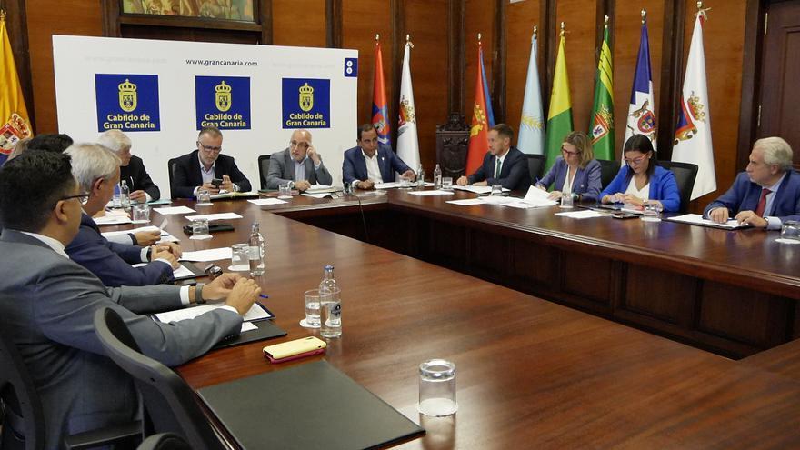 Reunión entre el presidente del Gobierno de Canarias con los representantes de los cabildos
