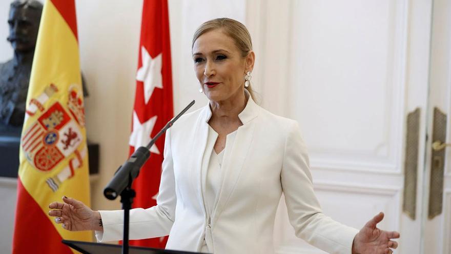 Cristina Cifuentes durante el anuncio de su dimisión ante los medios. (EFE).