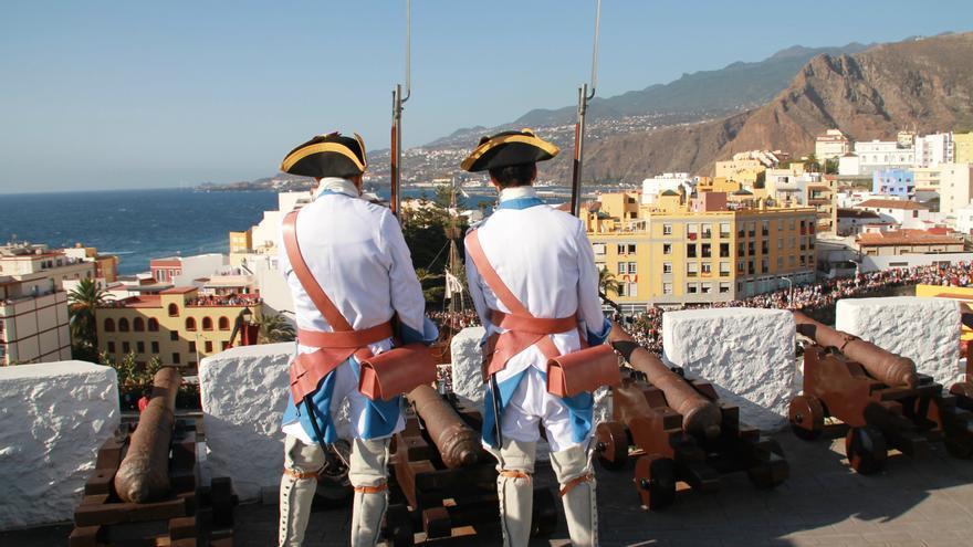 Los Doce de Su Majestad en el Castillo de La Encarnación. Foto: PALMEROS EN EL MUNDO