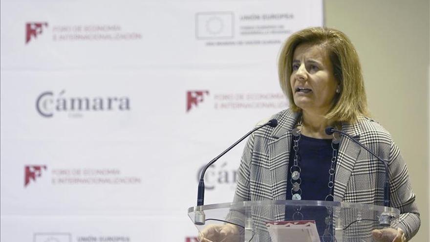 Báñez prevé 850.000 contrataciones durante la campaña de Navidad