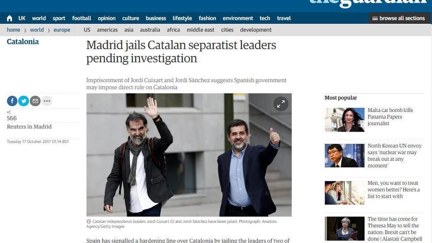 Noticia del diario británico The Guardian sobre el encarcelamiento de Cuixart y Sànchez