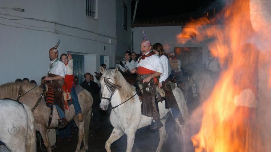 Fiesta de la Encamisá en Navalvillar de Pela / Turismo de Extremadura