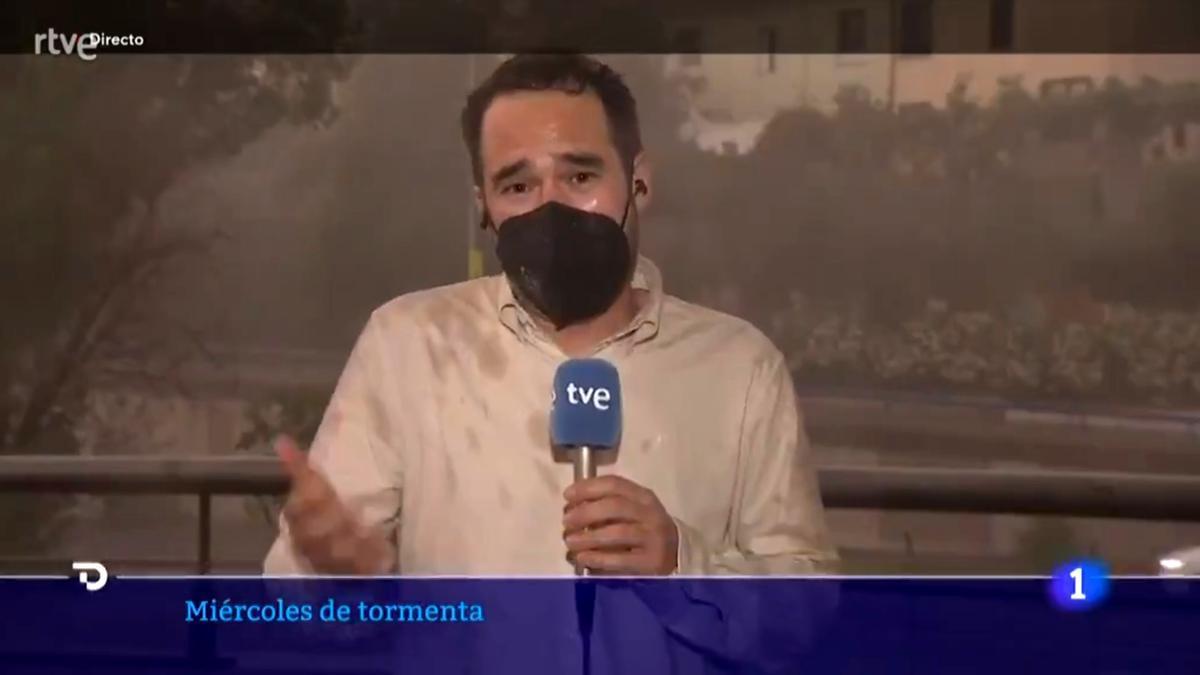 Adrián Arnau, en pleno directo para el 'Telediario'