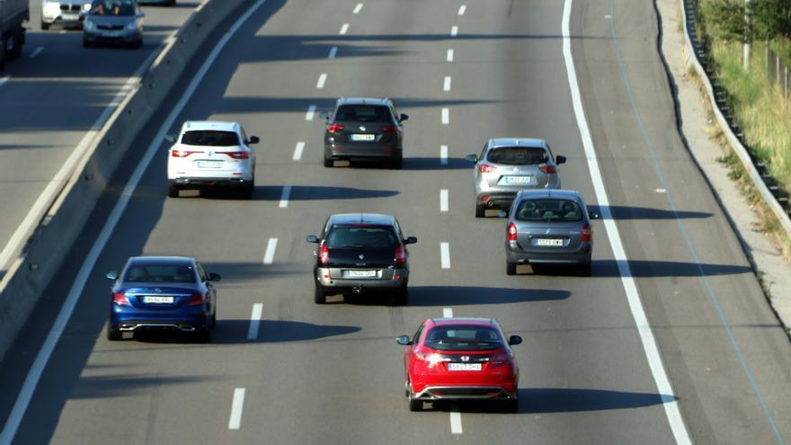 Circulación de coches este viernes en Barcelona