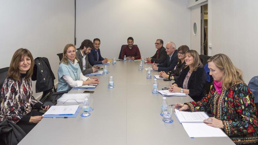 Los miembros del Consejo Rector del IVAM reunidos este miércoles