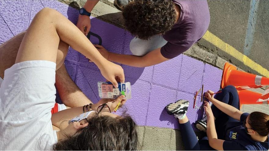 El colectivo juvenil 'Embárriate' y el Ayuntamiento de Breña Alta visibilizan el 8M