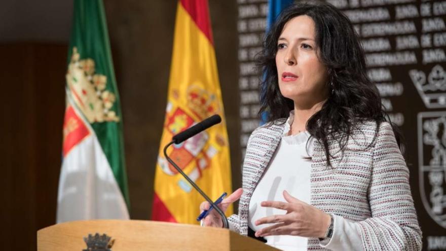 La consejera de Educación y Empleo, Esther Gutiérrez, en rueda de prensa