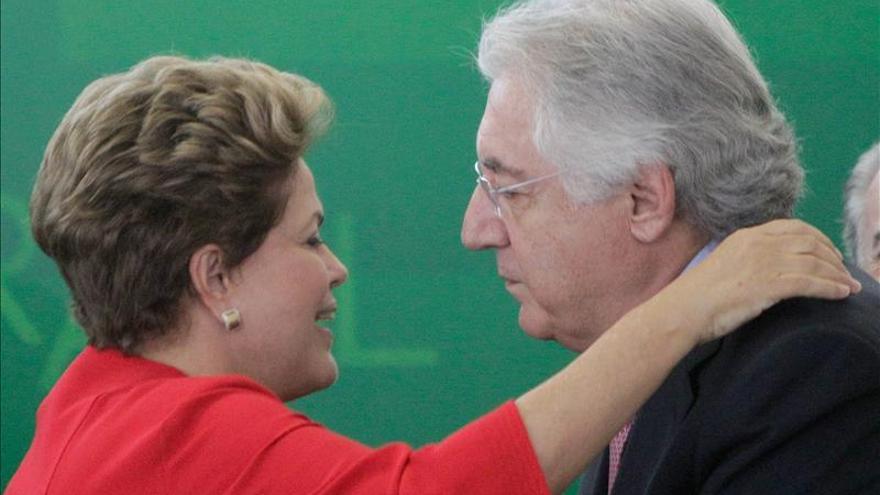 Rousseff pide menos burocracia al investir al ministro de pequeñas empresas