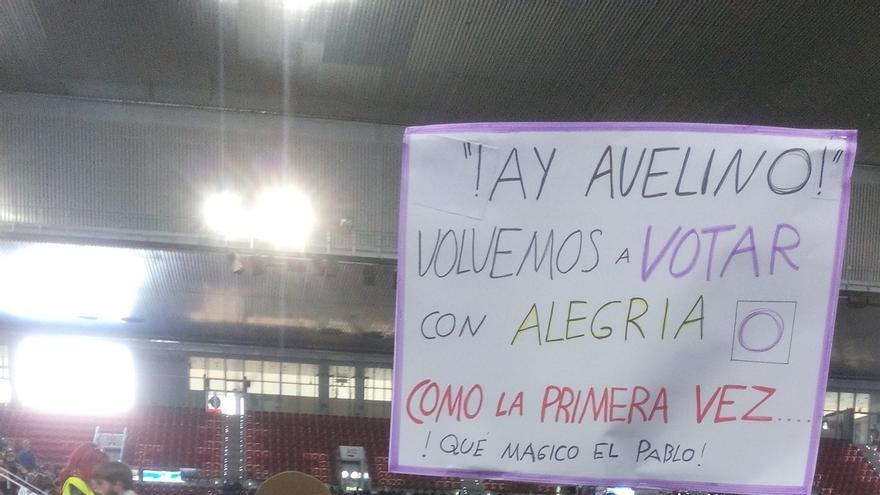 Villancicos del cambio, murales con mensajes y simpatizantes disfrazados en el mitin central de Podemos en Madrid