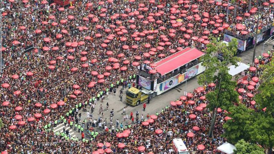 El desenfreno del Carnaval brasileño sigue con un fuerte acento feminista