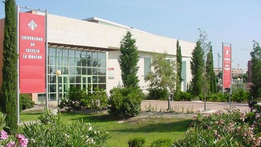 Facultad de Ciencias Sociales de Talavera de la Reina / UCLM