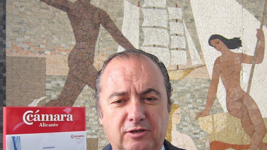 """Fabra advierte a Ripoll de que si es procesado por Brugal """"tendrá que dejar"""" el puerto de Alicante"""
