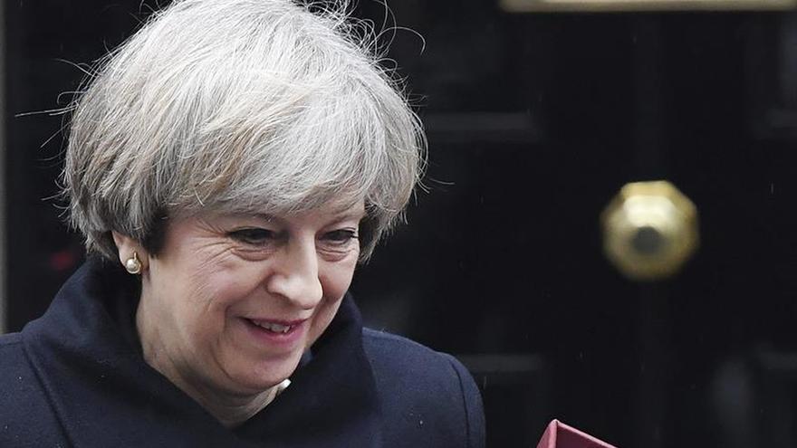 """May presentará mañana el libro blanco sobre el """"brexit"""""""