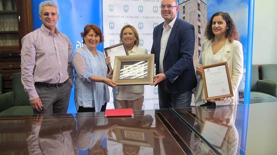 De izquierda a derecha: Eduardo Calderón, Nieves Ramos, Francisca Luengo, Anselmo Pestana y Jovita Monterrey, este lunes, en la entrega de el premio 'Entidad Responsable con la Inserción Laboral (ERI).