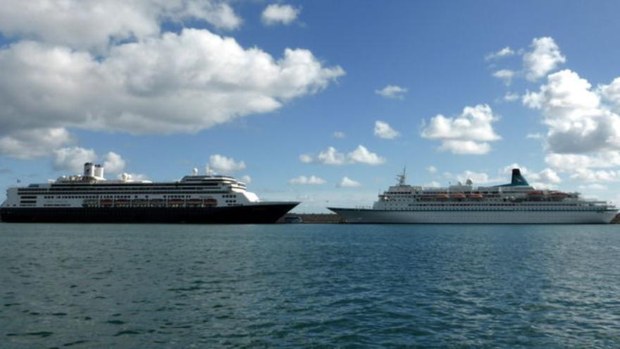 Cruceros atracados en el puerto de Santa Cruz