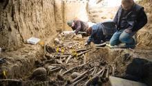 Exhumación en el cementerio de Sádaba (Zaragoza).