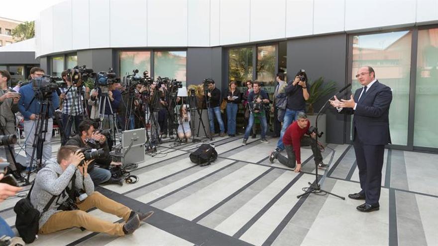 """Sánchez pide apoyo para liderar un PP murciano con la """"conciencia tranquila"""""""