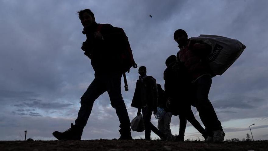 Gas y disparos contra refugiados exhaustos en la frontera turco-griega