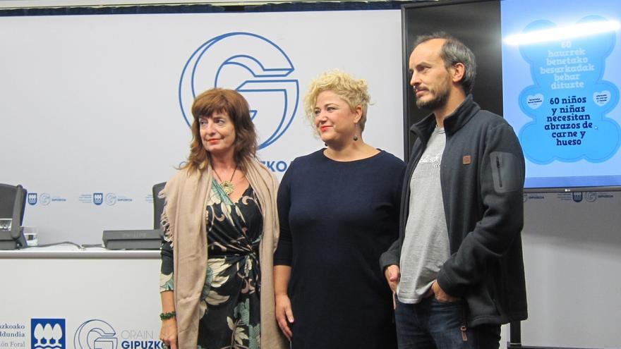 La Diputación de Gipuzkoa busca familias de acogida para 60 menores con la campaña 'Abrazos de carne y hueso'