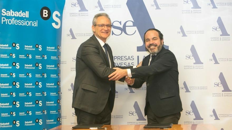 SEA y Banco Sabadell alcanzan un acuerdo para impulsar la competitividad de las empresas alavesas