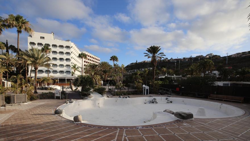 Hotel cerrado en la zona turística de San Agustín, Gran Canaria.