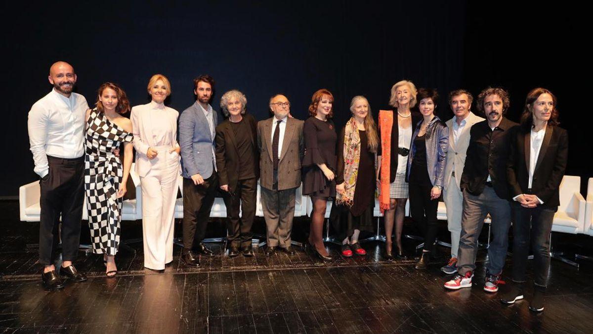 Los ganadores de los XX Premios de Cultura de la CAM junto a Jaime de los Santos, consejero de Cultura, Turismo y Deportes | COMUNIDAD DE MADRID