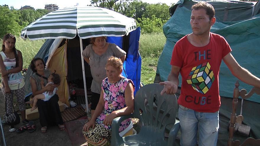 El rumano Mario y su familia en el centro de acogida de Via Salaria / Ismael Monzón