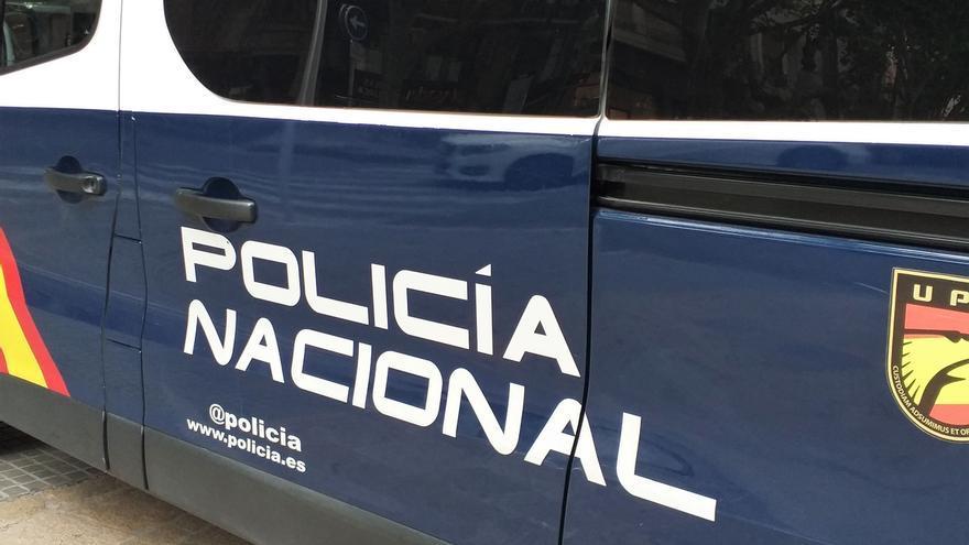 Detenido un hombre acusado de asesinar a su mujer en la capital