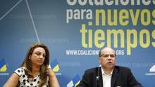 José Miguel Barragán, este lunes, junto a Cristina Valido. (EFE/Cristóbal García)
