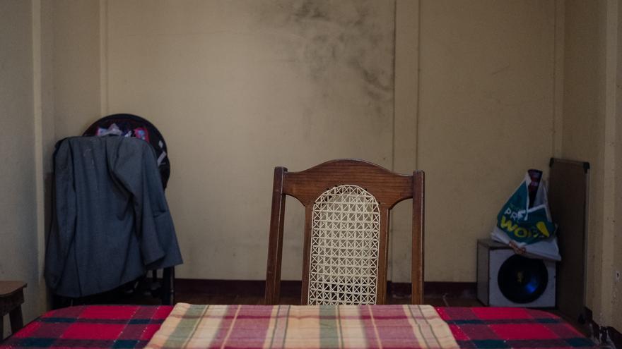 Una silla vacía a la mesa de la familia Valle (Fred Ramos/Elfaro.net)