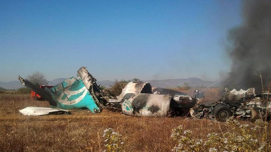 Recuperan la caja negra del avión militar birmano que se estrelló en el mar