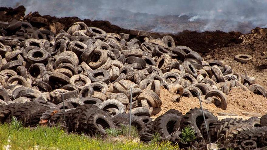 Neumáticos quemados en Seseña