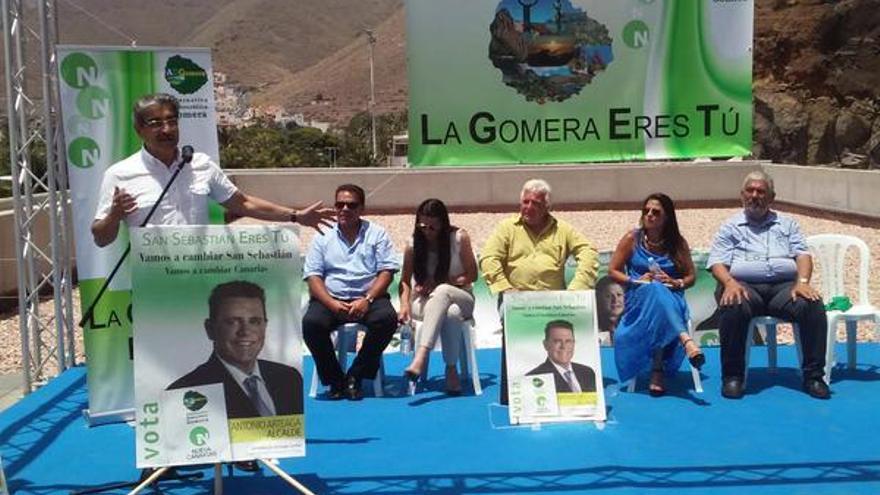 Román Rodríguez junto a los candidatos de NC en La Gomera