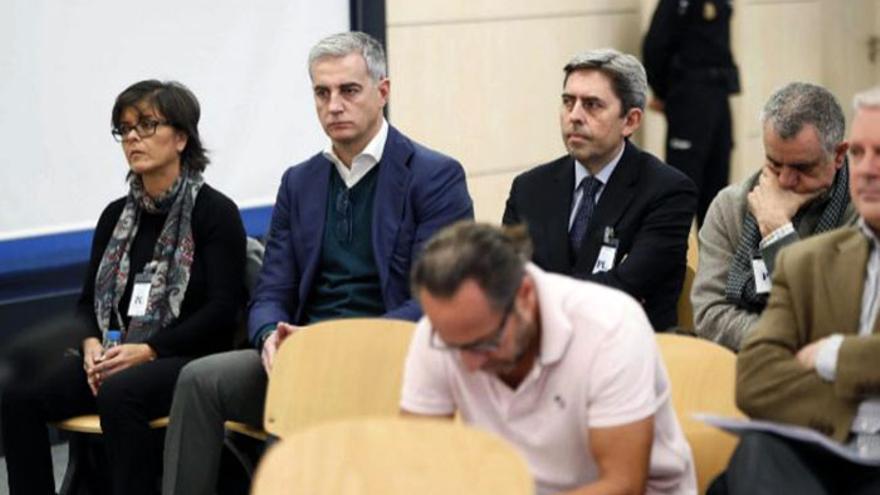 Ricardo Costa y Vicente Rambla detrás de Álvaro Pérez 'El Bigotes' y Pablo Crespo en la Audiencia Nacional