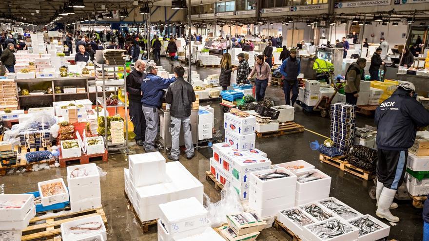 El ritmo de vida cambia los hábitos de compra de pescado, según Mercabarna y Aecoc