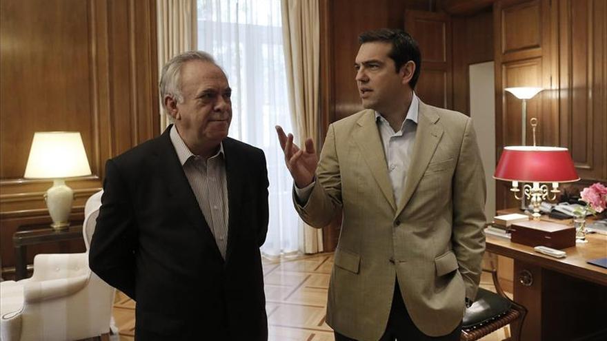 Grecia ha pedido al FMI aplazar el pago que vence hoy, dice el vice primer ministro griego