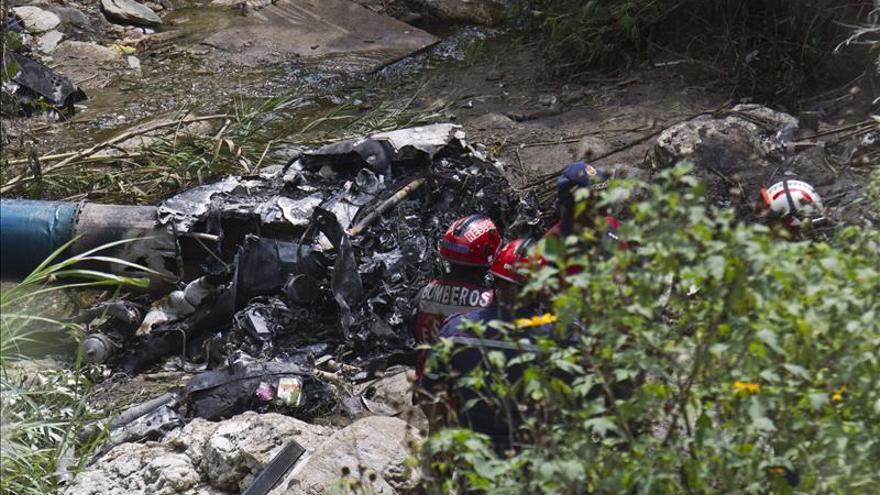 Mueren 5 policías venezolanos al estrellarse su helicóptero en una operación