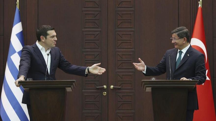 Tsipras pide en Ankara combatir las mafias de tráfico de personas