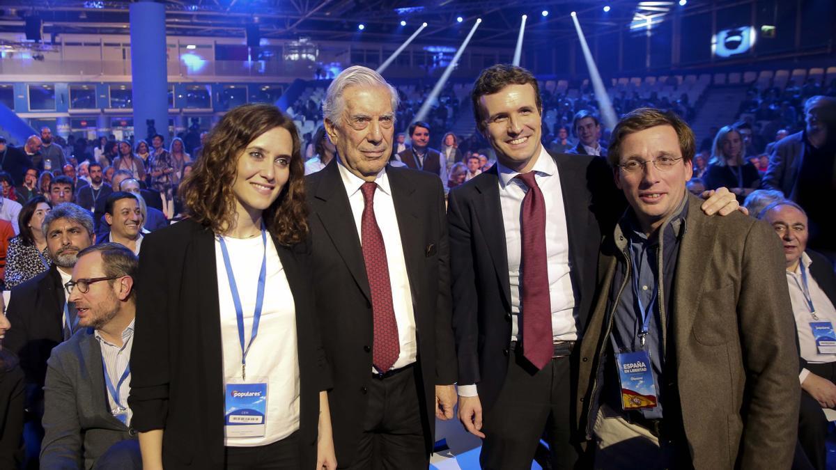 Imagen de archivo de Isabel Díaz Ayuso, Mario Vargas Llosa, Pablo Casado y José Luis Martínez-Almeida.