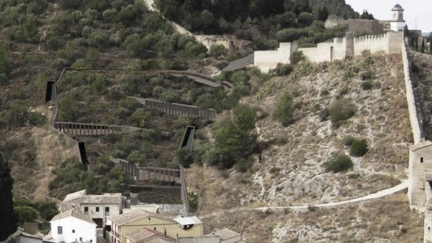 Imagen del proyecto que se quiere construir en la ladera del castillo de Xàtiva