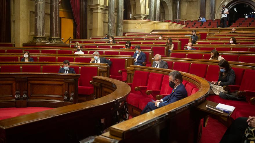 Vista del hemiciclo durante la sesión ordinaria del Pleno del Parlament, en Barcelona (España), a 18 de noviembre de 2020. La sesión de este miércoles ha tratado, entre otros asuntos, sobre la gestión de la pandemia del coronavirus por parte del Govern de