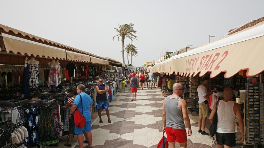Turistas en Playa del Inglés (Gran Canaria) (ALEJANDRO RAMOS)