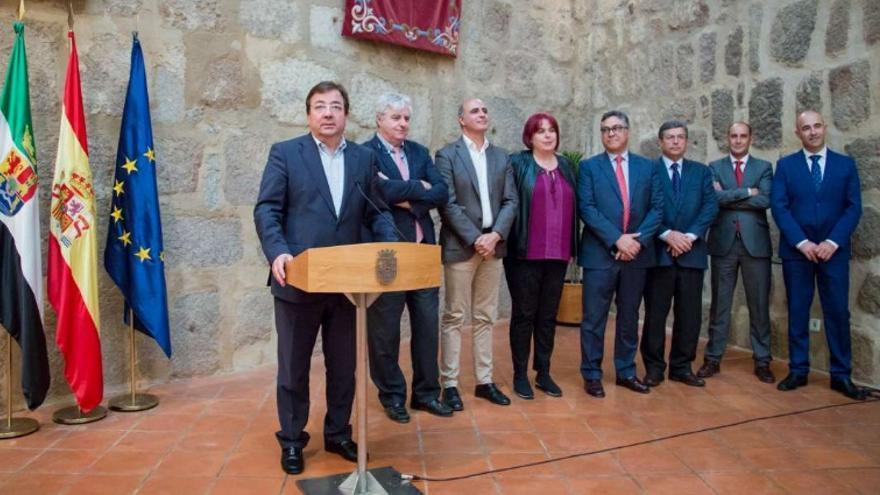 El presidente de la Junta de Extremadura, Guillermo Fernández Vara, se ha reunido con el grupo de empresarios promotores del macromatadero que se construirá en Zafra