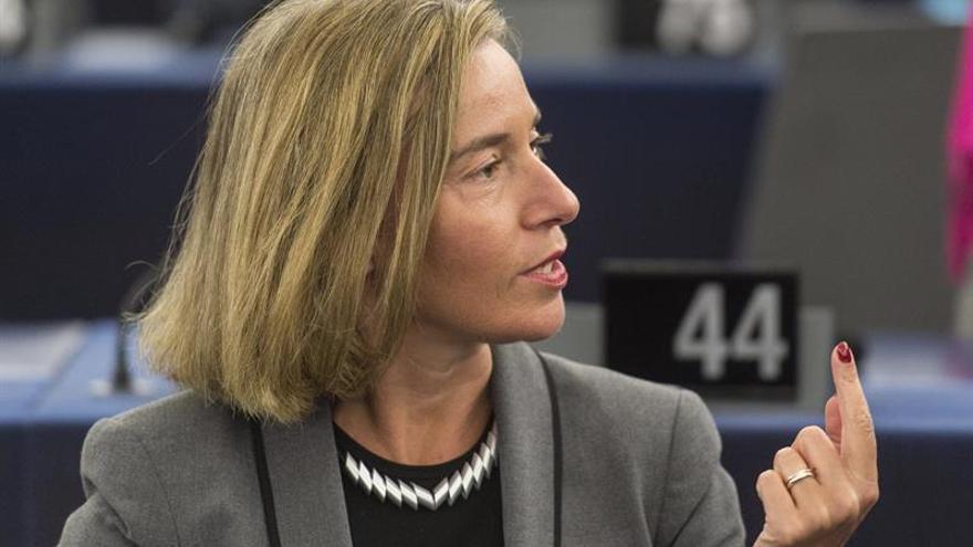 "Mogherini pide ""contención"" a todas las partes tras ataque a base aérea libia"
