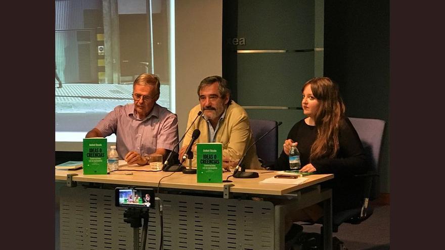 Ruiz Soroa, Unzalu e Iglesias, en la presentación de Vitoria