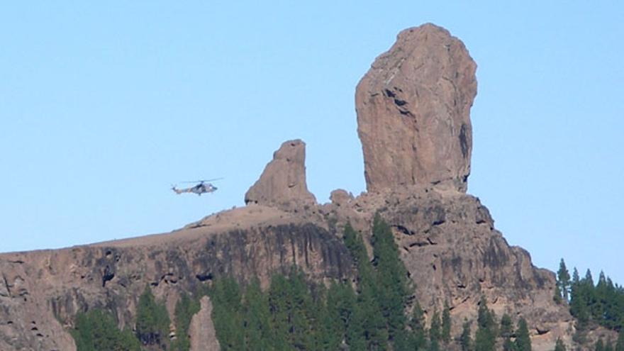 De un helicóptero posándose en el Tablón del Nublo #4