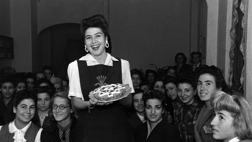 Sección Femenina de Sevilla (1940-1945). | ICAS-SAHP, Fototeca Municipal de Sevilla, Fondo Galán.