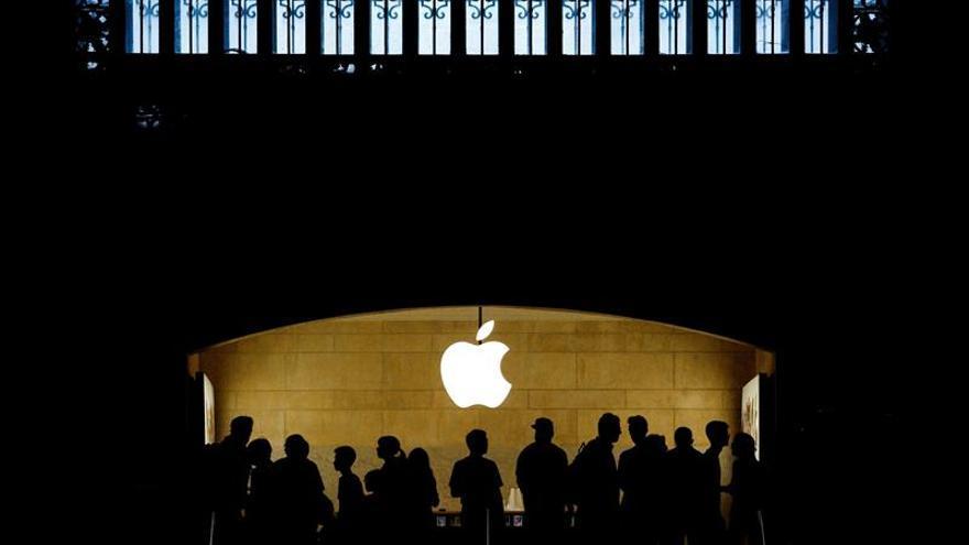 El valor de Apple en bolsa se acerca al billón de dólares tras subir un 5 %