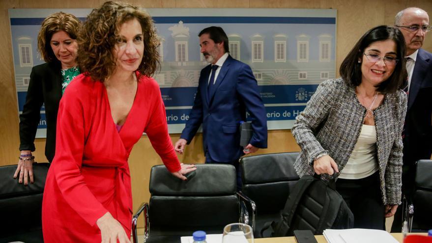 La ministra de Hacienda, María Jesús Montero, y la ministra de Política Territorial y Función Pública, Carolina Darias, a su llegada para presidir el CPFF.