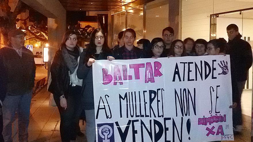 Protesta ante el mitin del PP en O Carballiño (Ourense)